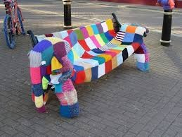 yarn-bombing-banc-elephant